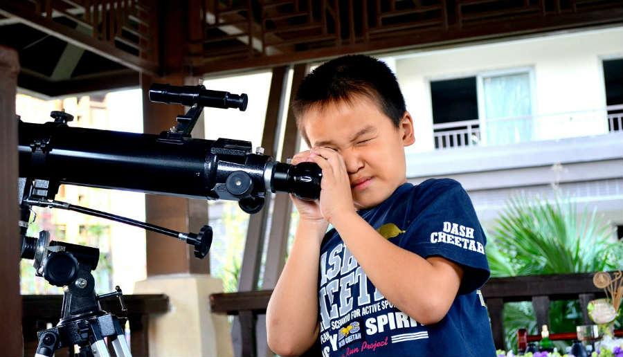 kid using telescope