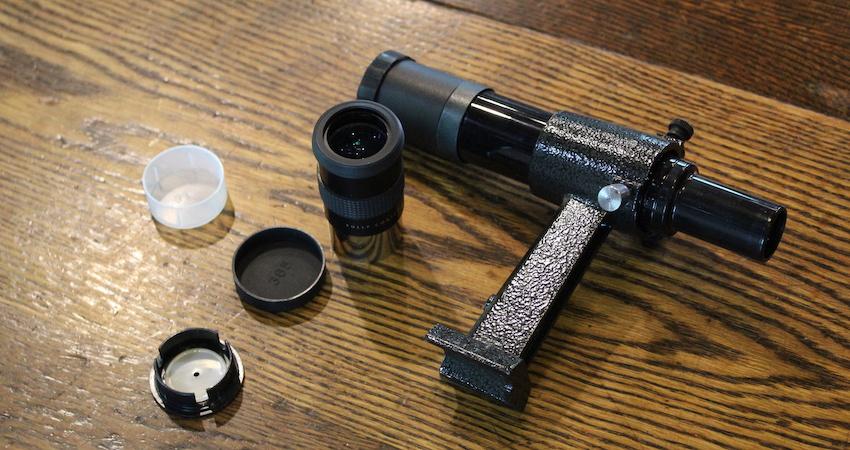 xt6 finderscope and eyepieces on a table